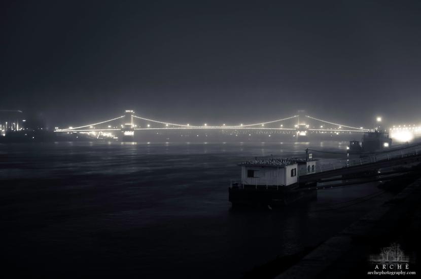 Lánchíd at night
